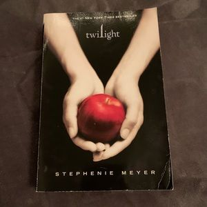 The Twilight Saga book 1 : twilight
